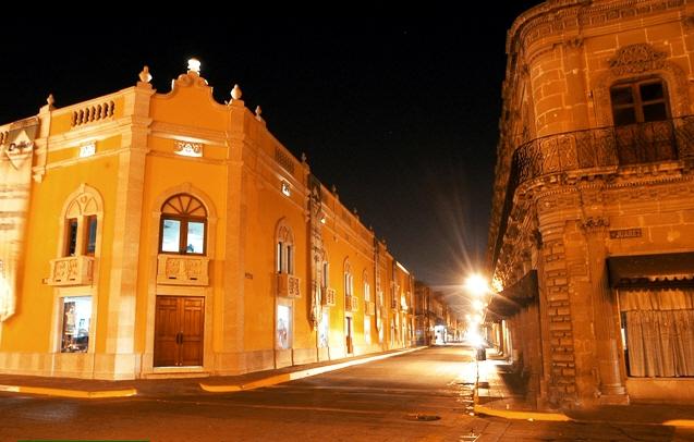 Una mas de noche en la plaza de armas en Durango